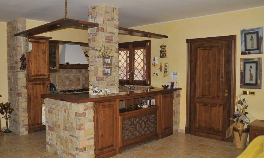 Cucine In Legno Rustiche. Elegant Cucine Rustiche Per Case Di ...