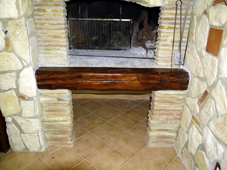 Rivestimento camino trave basso legno fabbrica di Rivestimenti su misura a Roma
