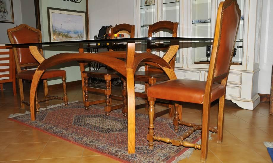 Tavolo in legno e cristallo su misura realizzazione for Tavolo cristallo e legno